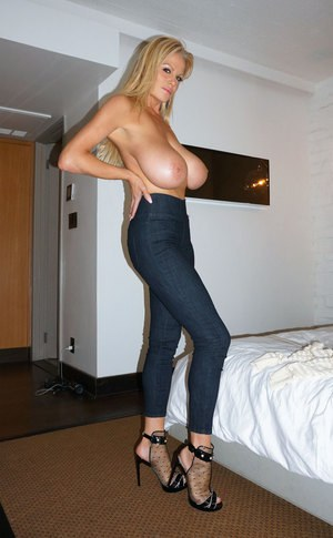 Sexy Jeans And Big Tits Pics
